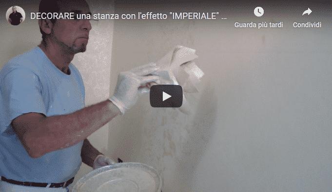 Video che mostra artigiano che pittura con pitture ecologiche