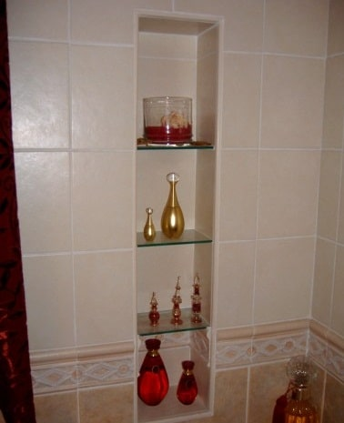 Nicchie nel bagno boiserie in ceramica per bagno - Spiata nel bagno ...