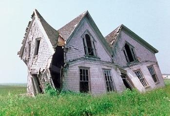 Casa distruttutta da ristrutturare o meglio rifare da capo