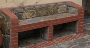 Come costruire una panca di mattoni per esterni