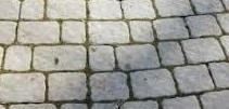 marciapiede con piastrelle da esterni