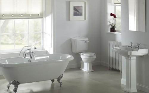 Un bagno arredato dopo la ristrutturazione della casa