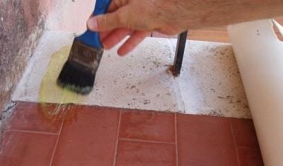 Rivestire pavimento esistente infissi del bagno in bagno - Come rivestire il bagno ...