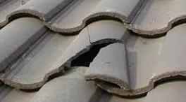 Tegole rotte su tetto
