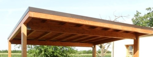 Una Tettoia in legno esterna