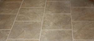 Pulire il pavimento in gres porcellanato