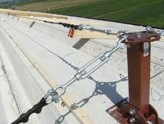 Linea vita installata su tetto industriale
