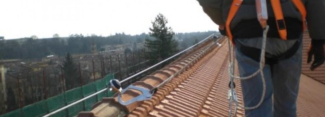 Linea vita appena installata su tetto condominiale