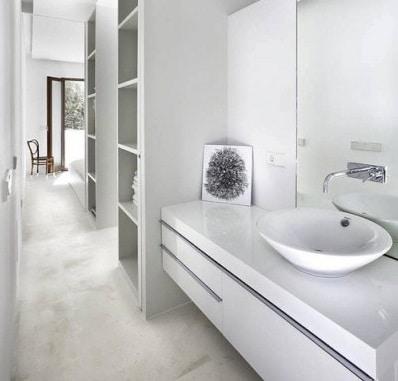 Bagno stretto e lungo piastrelle design casa creativa e - Ristrutturare un bagno ...