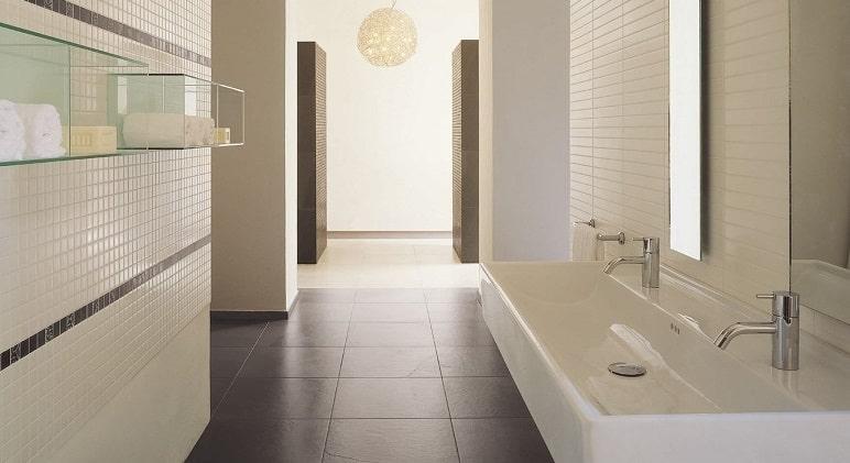 Ristrutturare un bagno lungo e stretto