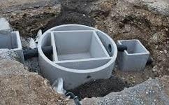 Fossa biologica in sistemazione su scavo in realizzazione
