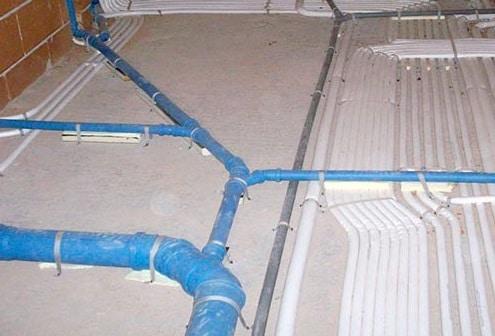Impianto idraulico immagine prima del massetto in casa