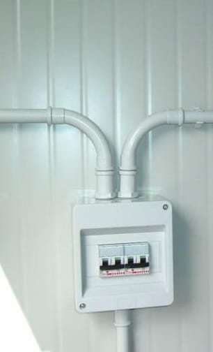Impianto elettrico esterno blog edilnet - Impianti elettrici a vista per interni ...