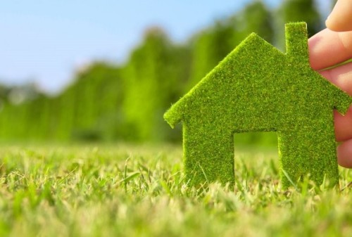 Immagine che rappresenta una casa ecologica che risparmia