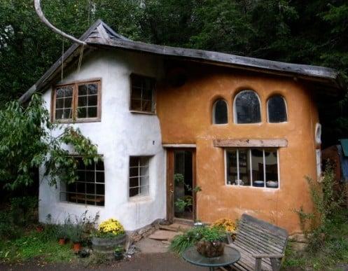 Una casa in paglia: tipico esempio di casa in bioedilizia.