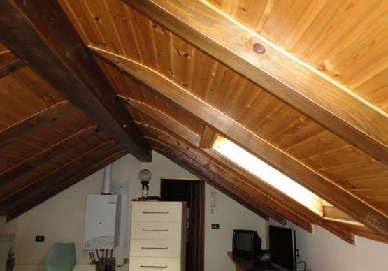 Il sottotetto in legno come controllare le condizioni for Illuminazione sottotetto legno