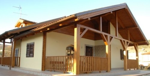 Foto di casa in legno costruita ed antisismica