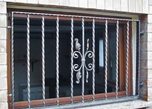 Prezzi inferriate per finestre blog edilnet - Grate in ferro battuto per finestre ...
