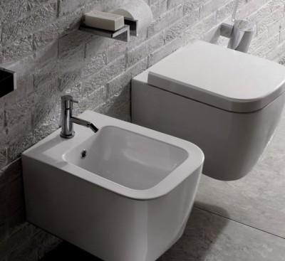 Sanitari sopsesi moderni ed ideali per un bagno piccolo