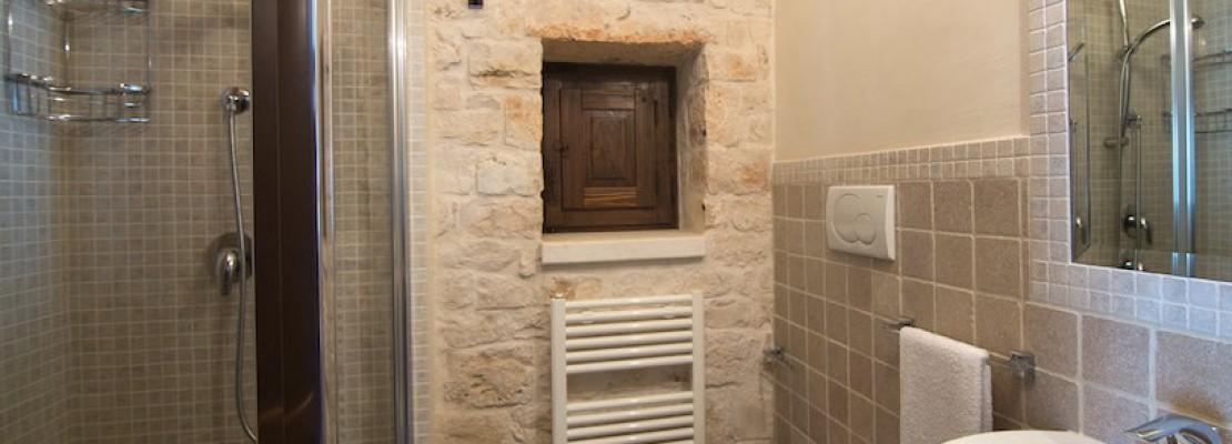 Immagine di bagno piccolo in muraturatura ristrutturato