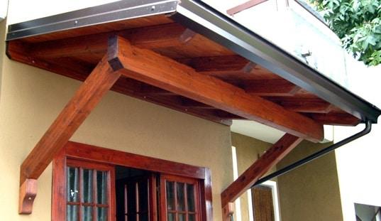 Come costruire una tettoia in legno blog edilnet - Tettoie in legno per esterno ...
