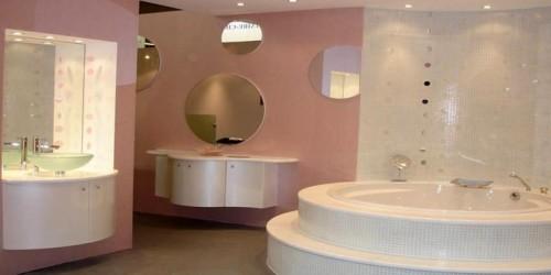 Bagni moderno di lusso realizzato