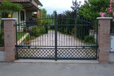Un cancello automatico apribile