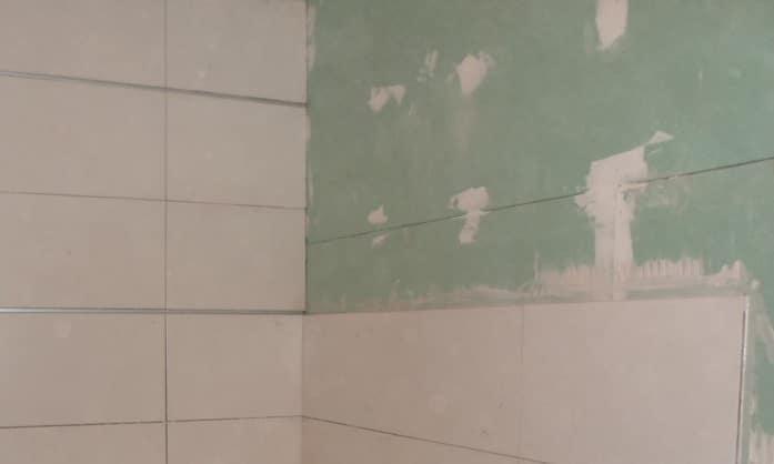 Come rivestire le piastrelle bagno 28 images coprire - Come rivestire il bagno ...