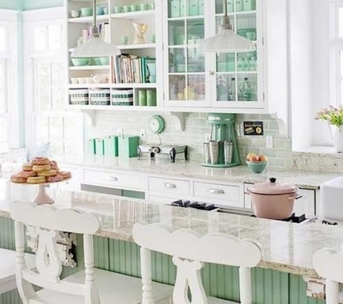 Cucina shabby chic color bianco e verde
