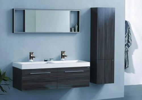 idea di arredo bagno in stile moderno con colere delle pareti blu
