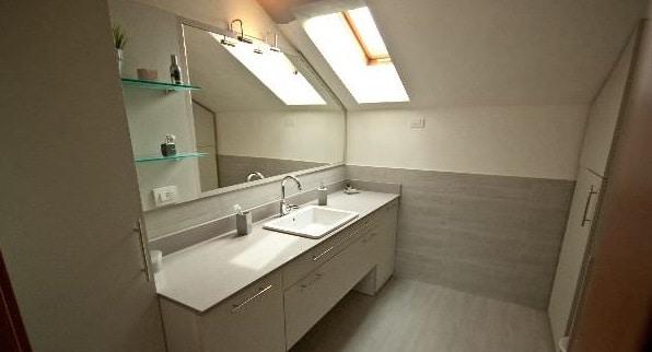 bagni moderni per mansarde, idee e consigli - | blog edilnet - Idee Bagni Moderni