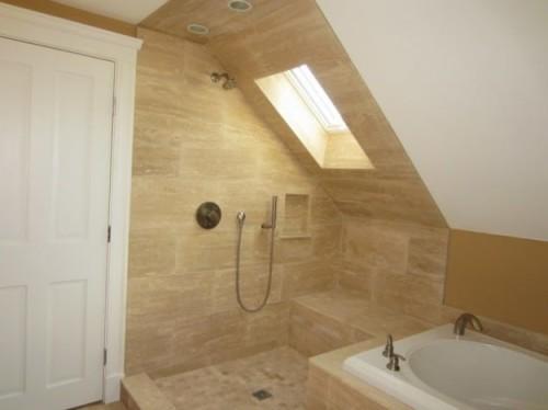 Splendido bagno moderno realizzato su mansarda
