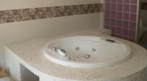 Foto di bagno classico realizzato in muratura