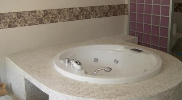 Bagni classici in muratura blog edilnet - Posa mosaico bagno ...