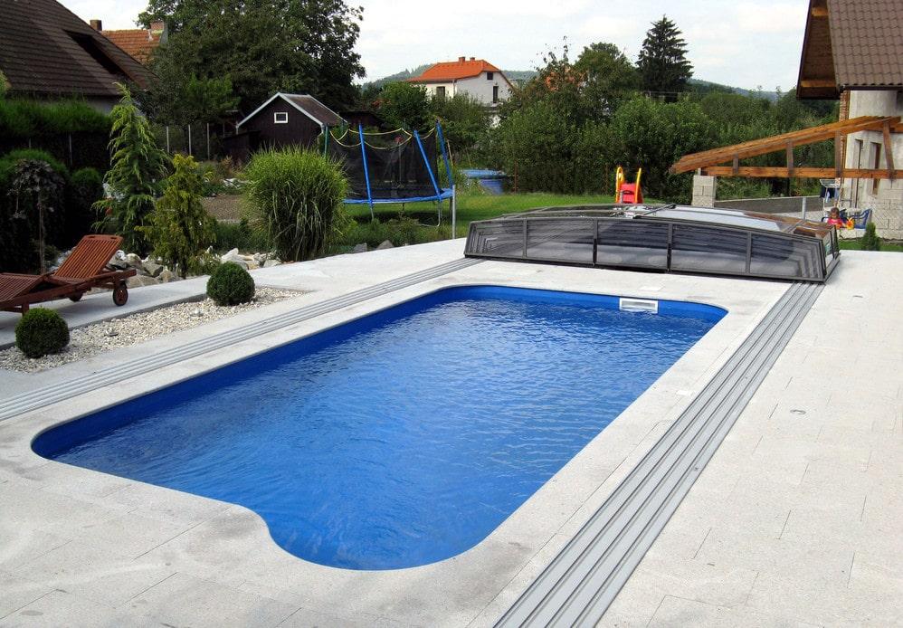 Coperture telescopiche per piscine vantaggi e costi - Quanto costa costruire una piscina ...