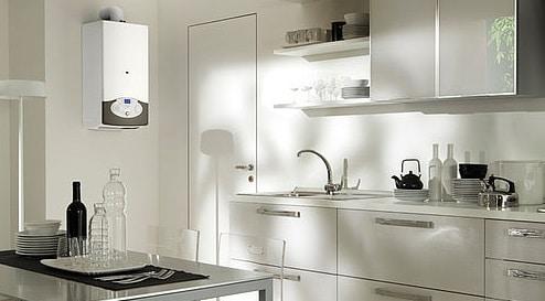 Caldaia su muro laterale in cucina con scarico esterno dei fumi