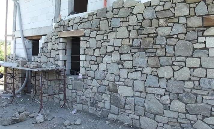muro in pietra in realizzazione