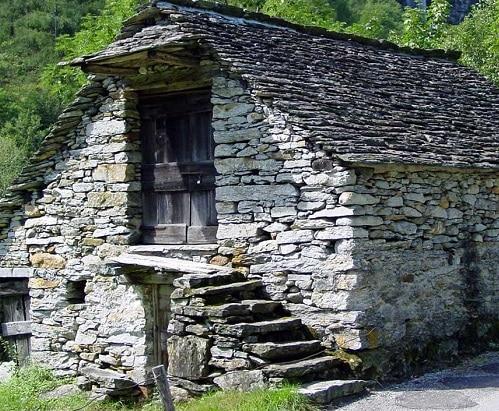 Case In Pietra Antiche : Ristrutturare case in pietra consigli e costi edilnet