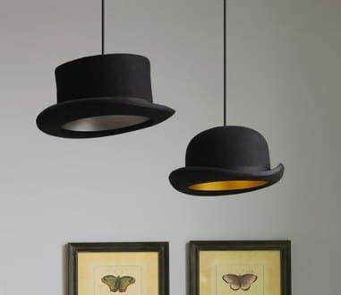 lampadario con vecchi cappelli