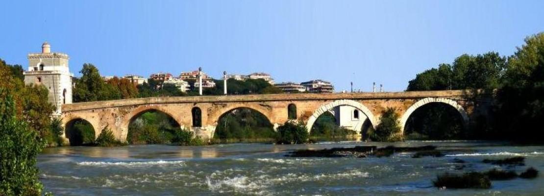 Ponte Milvio, in zona Tor di Quinto, è uno dei simboli di Roma Nord