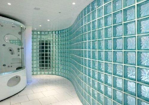 Vetromattone su parete bagno