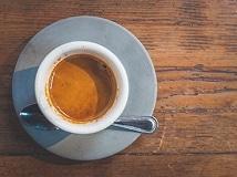 caffè realizzato con una macchinetta manuale