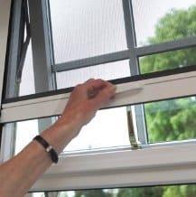 finestra con zanzariera a rullo