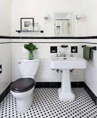 sanitari a terra in un bagno in stile vintage