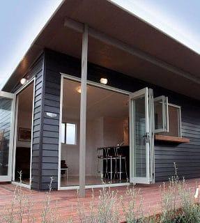 casa prefabbricata in legno con tettoia