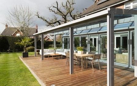 Bellissima veranda in vetro e pvc aperta