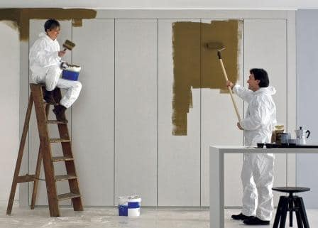 dipingere un armadio a parete