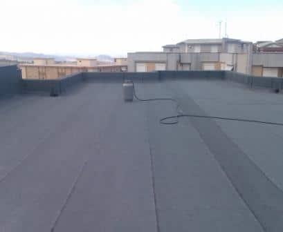 Guaina ardesiata posata su copertura tetto
