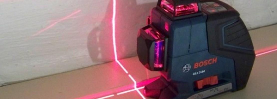 una livella laser della Bosch.