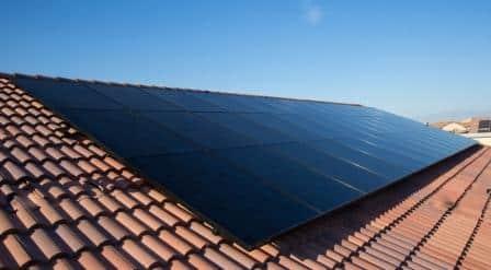 pannelli solari su di un tetto